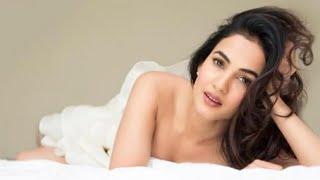 Sonal Chauhan hot video   hot kiss video   kiss kiss hot video (3)   Latest hot video Romantic video