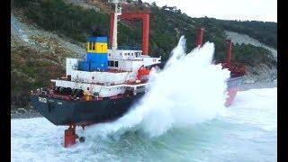 Top 10 Large Ships In Heavy Storm! Ships & Boats Crashing