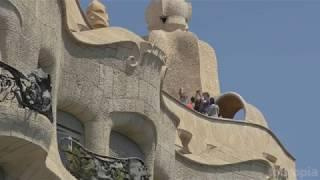 10 Top Tourist Attractions in Barcelona - Travel Video 4k